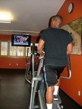 ćwiczenia na przyrządach w siłowni